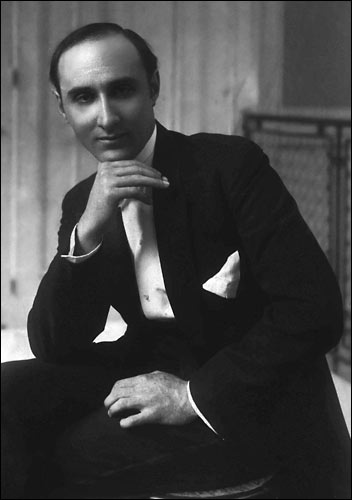 the life and music of dimitri Dimitri tiomkin was a russian jewish composer who emigrated to america and became one of the most distinguished and best-loved music writers of.