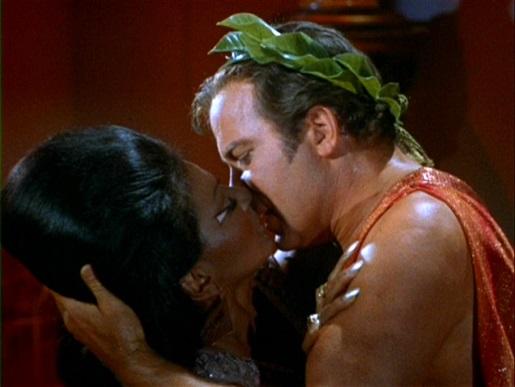 Uhura_and_Kirk_kiss